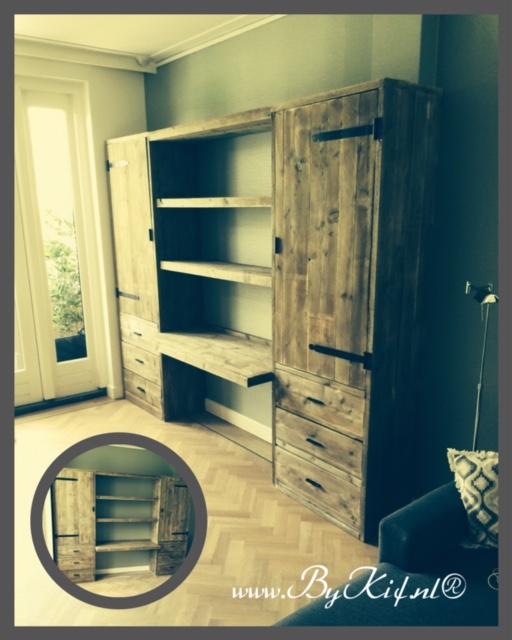 Kast van steigerhout in huiskamer