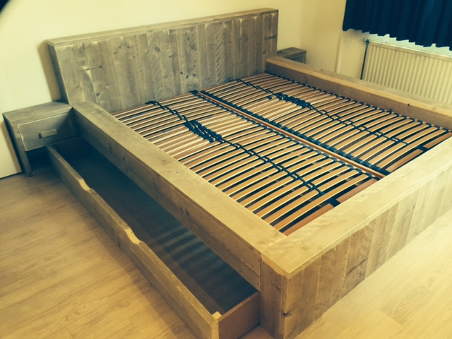 Xxl persoons bed steigerhout