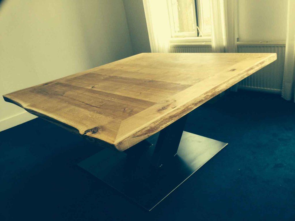 industriele tafel met vierkant boomblad