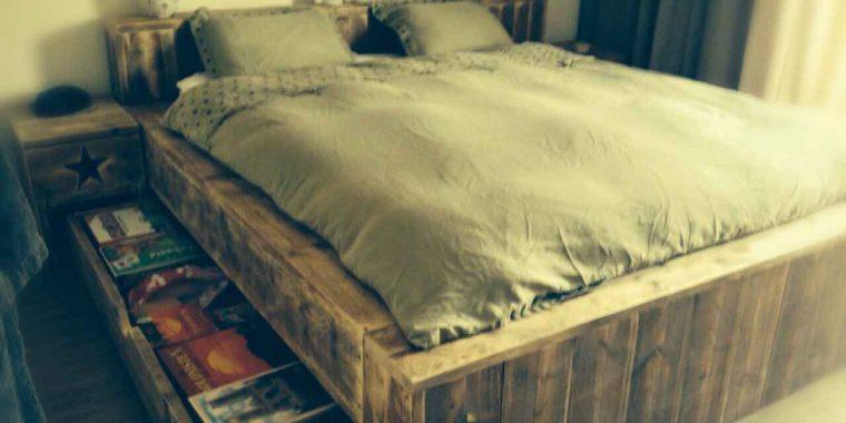 tweepersoons-bed-van-steigerhout-met-onderschuiflade