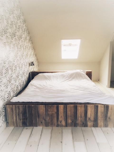 tweepersoonsbed van steigerhout